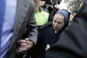 Sor María, a su salida de los juzgados de Plaza de Castilla (Madrid).