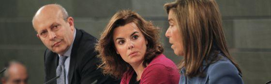 Soraya Sáenz de Santamaría, Ana Mato, José Ignacio Wert, en la rueda de prensa del Consejo de Ministros.