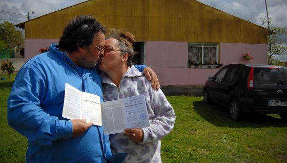 Los hermanos Daniel y Rosa Moya tienen libro de familia.
