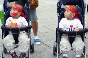 La sociedad china planta cara a la imposición del hijo único