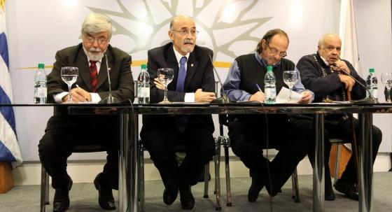 Ministros uruguayos presentan el plan contra la inseguridad.