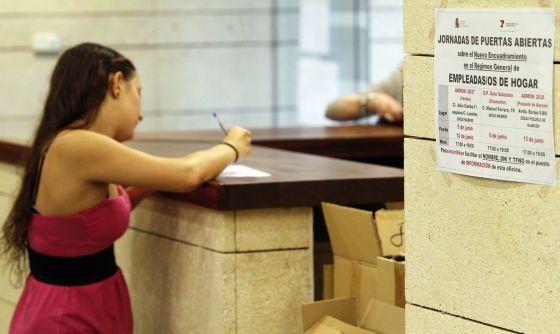 Cientos de miles de asistentas siguen sin regularizar - Oficina seguridad social barcelona ...