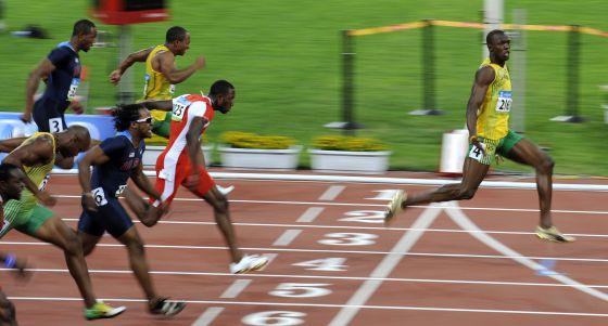 El jamaicano Usain Bolt al ganar el oro en los 100 metros en Beijing 2008