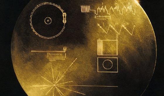 El disco con el mensaje de los terrícolas en las Voyager.