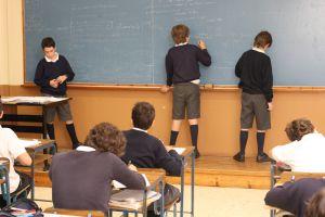 Casi la mitad de los colegios que discriminan por sexo están subvencionados.