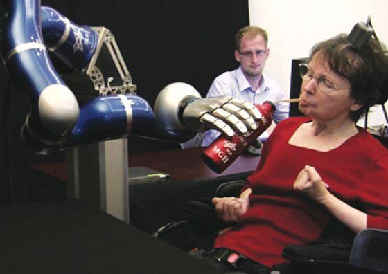 Cathy Hutchinson logró en mayo mover un robot con la mente.