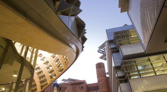 Vista de la biblioteca de Masdar, en Abu Dabi, considerada como la ecociudad más atractiva.