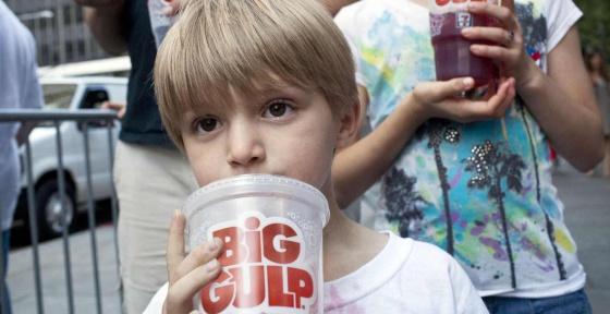 Los refrescos, por sus altas concentraciones de azúcar, se han convertido en un nuevo blanco en la lucha contra la obesidad.
