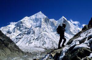 Un montañero en el Himalaya.
