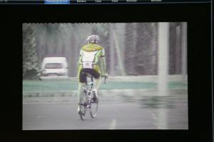 El hombre alegó una lesión y fue pillado montando en bicicleta.