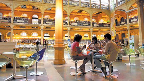 Estudiantes en la Sala Borsa de la Universidad de Bolonia.