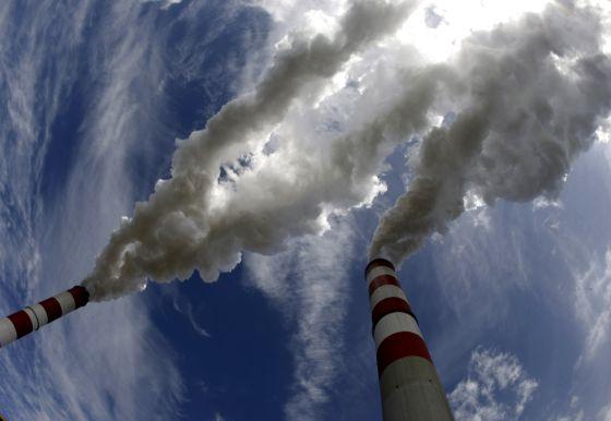 Chimeneas de la central eléctrica de Belchatow (Polonia).