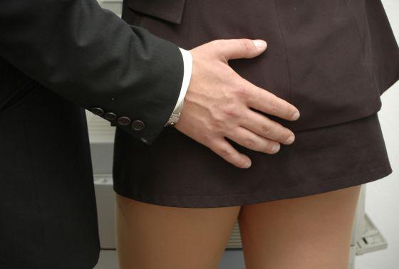 Para que haya acoso sexual se debe dar una situación gravemente intimidatoria, hostil o humillante.