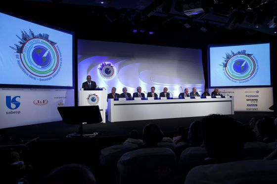 El presidente de la Sociedad Interamericana de Prensa, Milton Coleman, preside una de las sesiones de la 68ª edición.
