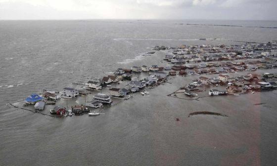 El huracán Sandy ha dejado más de 150 muertos en el Caribe y en 12 Estados de EE UU y daños por valor de más de 50.000 millones de euros.