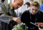 El Gobierno lanza un contrato de aprendizaje diseñado para los 'ninis'