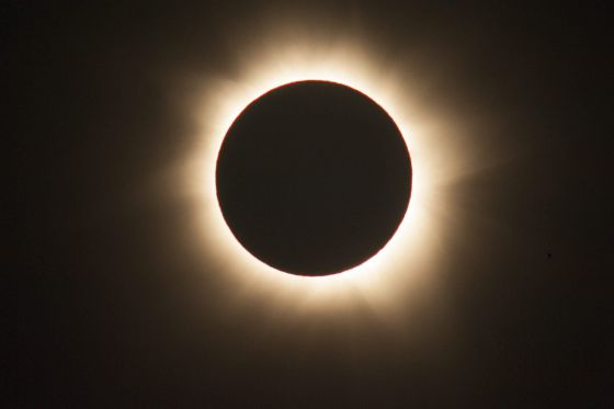 El eclipse total de sol visto desde Queensland (Australia).