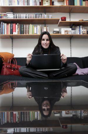 Katy Hoffman trabaja para E.life desde su casa