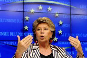 Bruselas suaviza la norma sobre cuotas femeninas para vencer la oposición 1352831335_433988_1352832511_noticia_normal