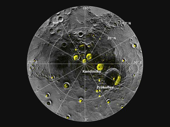 Mosaico de imágenes que muestra el polo norte de Mercurio y sus cráteres.