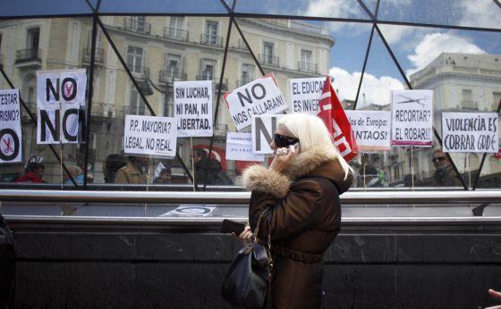 Manifestación el pasado abril en Madrid para exigir al Gobierno que no aplicase recortes en servicios públicos como sanidad o educación.  Álvaro García