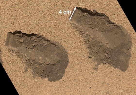 Dos muestreos del robot 'Curiosity' en el suelo de Marte.