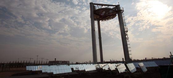 Paneles solares en Masdar City, un polo de desarrollo de nueva construcción en las afueras de Abu Dabi.