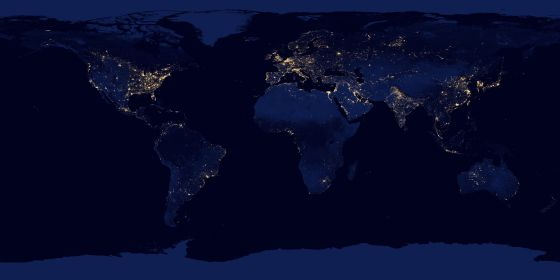 Imagen de la Tierra de noche formada por múltiples fotografías hechas sin nubes y con una cámara infrarroja especial a bordo del satélite Suomi NPP.