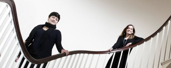 Sonia Contera (a la izquierda) y Sonia Trigueros, dos científicas españolas que investigan en Oxford (Reino Unido).
