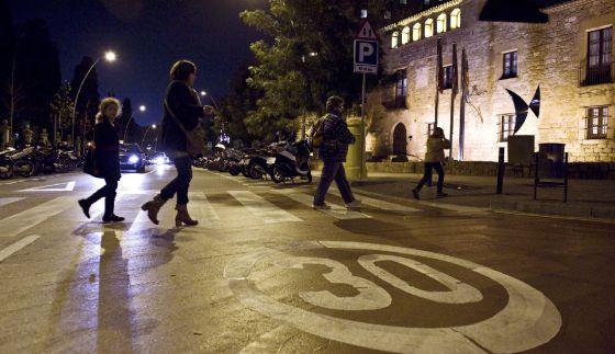 'Zona 30' en el barrio de Les Corts de Barcelona.