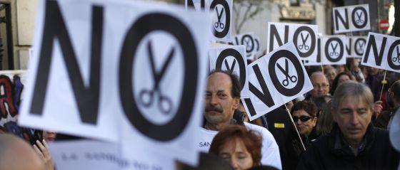 Protesta frente a una de las sedes de la Consejería de Sanidad.