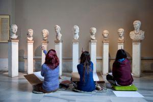 Visita escolar a un museo arqueológico.