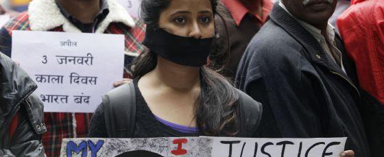 Protesta en Nueva Delhi (India), el pasado 30 de diciembre, por la violación y asesinato de una joven.