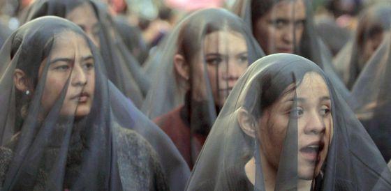 Marcha de mujeres en México DF en 2002 contra los feminicidios sin castigo en Ciudad Juárez, al norte del país.