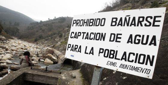 Garganta de agua que abastece el municipio de Candeleda (Ávila).