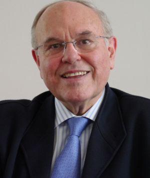 César Nombela, contrario al aborto, repite en el Comité de Bioética.