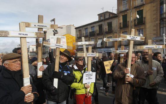 Vecinos de Guadalajara protestan por el cierre de las urgencias.