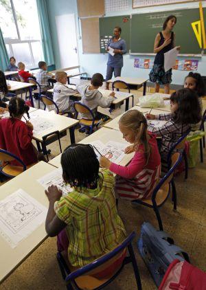Francia salva de la austeridad a la escuela y recluta 60.000 profesores