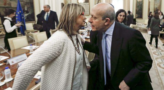 La consejera de Enseñanza de Cataluña, Irene Rigau, y el ministro de Educación, José Ignacio Wert.