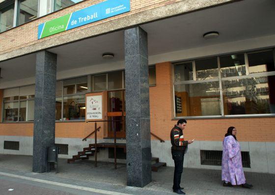 Oficinas de empleo discriminan a personas de origen for Oficinas pasaporte madrid