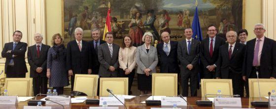 Comisión de Expertos para asesorar en la reforma universitaria con el ministro José Ignacio Wert (el sexto por la derecha).