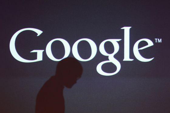 La sombra de un periodista, en una presentación de Google en Seúl