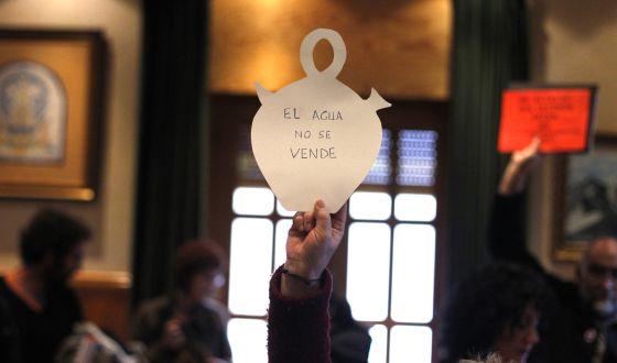 La lucha contra la privatización del suministro de agua en Candeleda.
