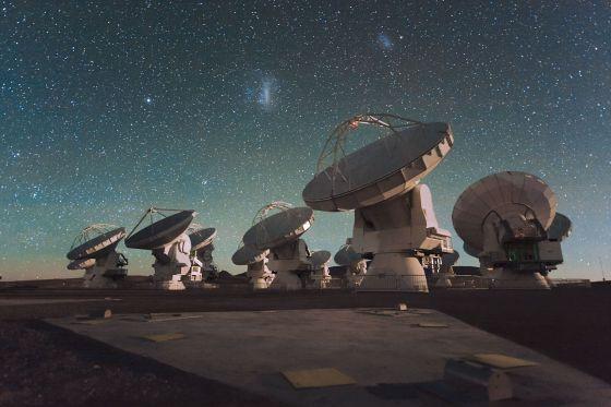 Recreación del conjunto de antenas del nuevo radiotelescopio internacional ALMA situado en los Andes chilenos, a más de 5.000 metros de altura.