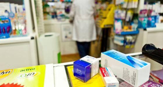 Medicamentos en una farmacia de Santiago de Compostela.