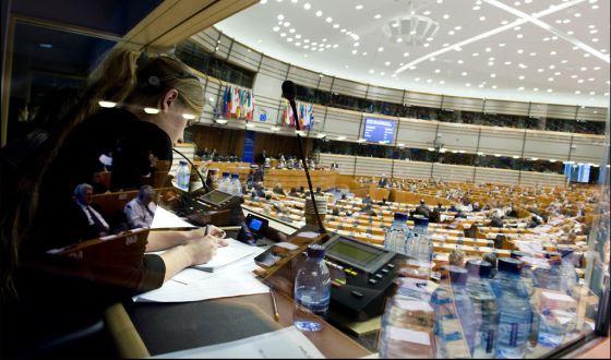 En el Parlamento Europeo conviven 23 idiomas, muy duro para los intérpretes.