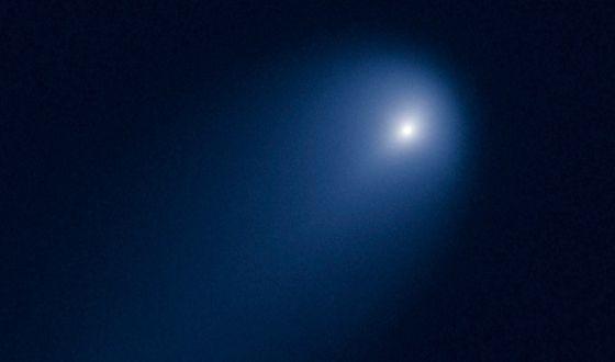 El cometa Ison, a 630 millones de kilómetros de la Tierra, fotografiado por el telescopio Hubble.