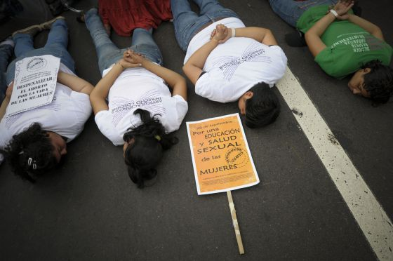 Manifestación por la despenalización del aborto en El Salvador.  Efe