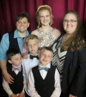 Jenny Tyrrell con su familia: Alicia, Morgan (14), Tate(10), Cruz (8) y Jude (6)