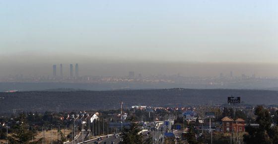 Vista de Madrid con la boina, desde Torrelodones, en enero de 2012.